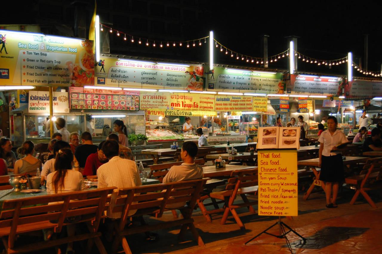 チェンマイ ナイトマーケットの屋台
