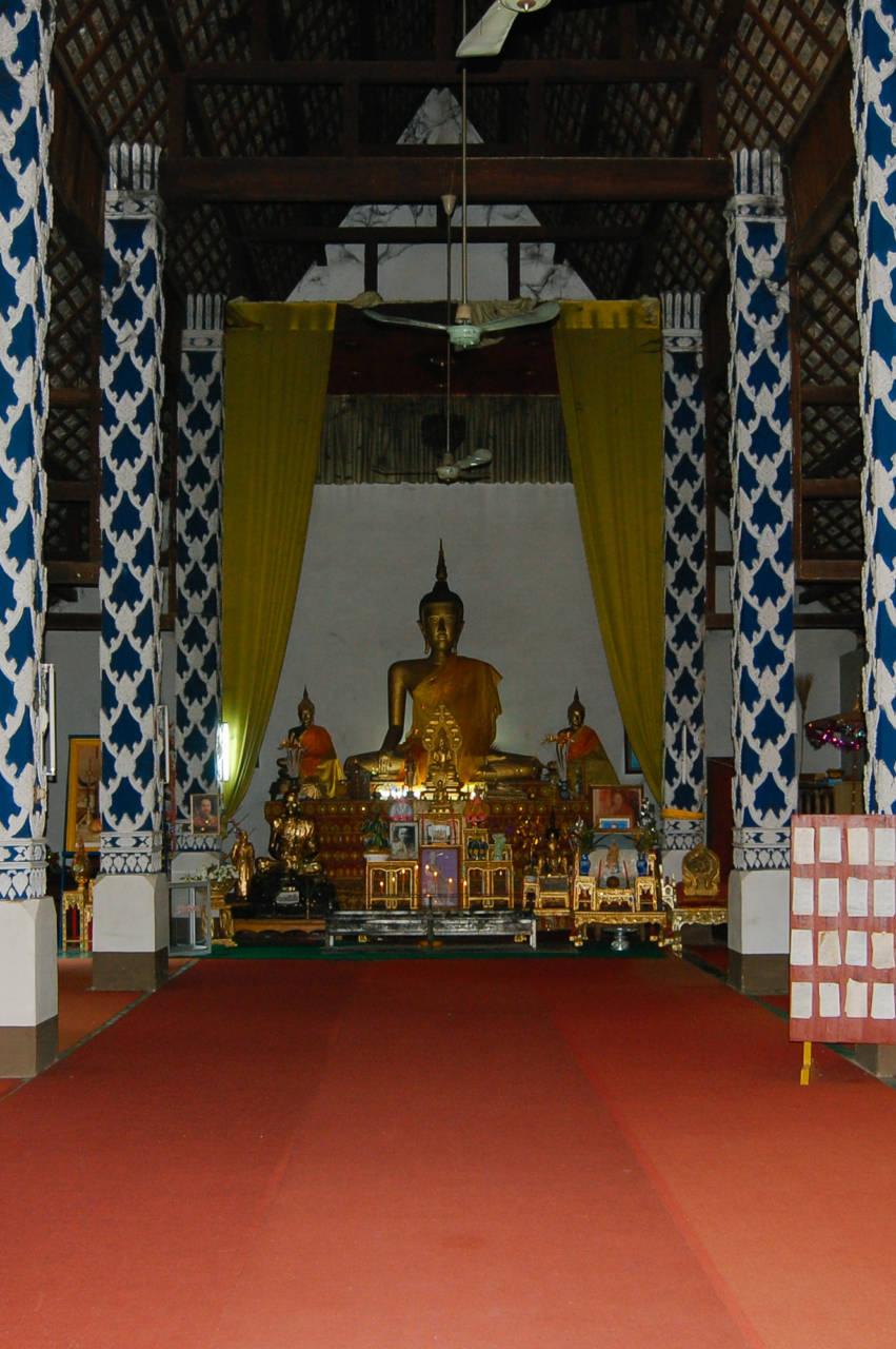 寺院の仏像