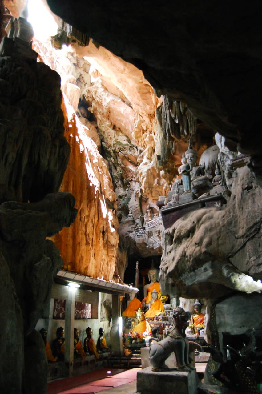洞窟寺院の内部