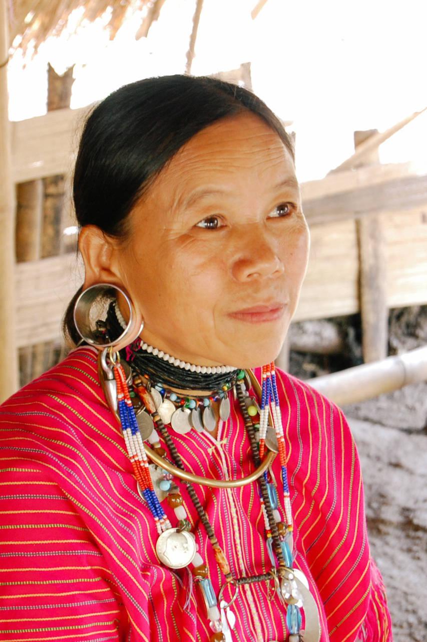 カヨー・カレン族の女性
