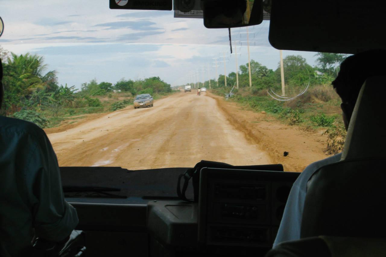 カンボジアの悪路