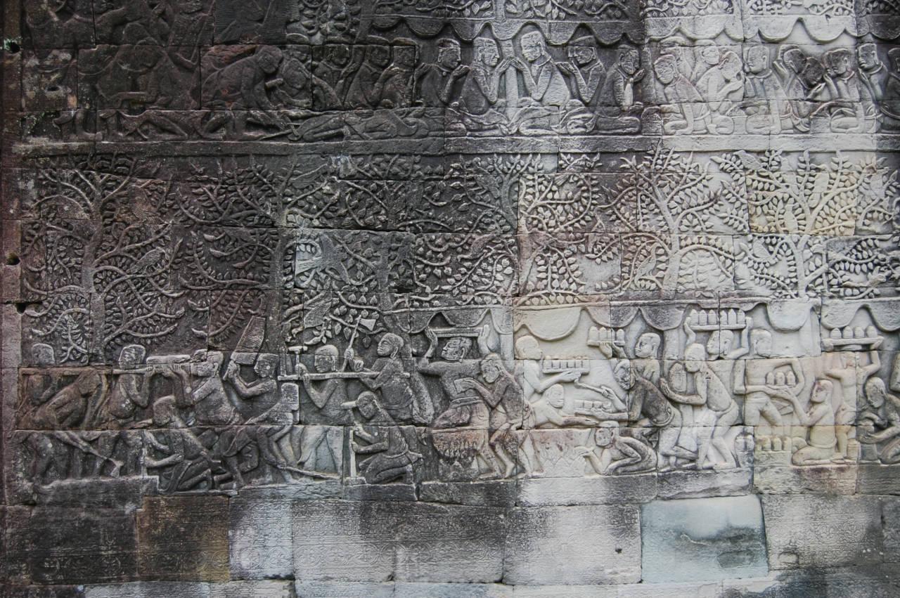 バイヨン寺院を囲む回廊