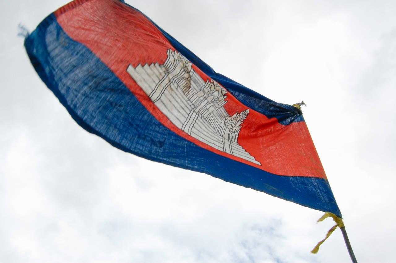 たなびくカンボジア国旗