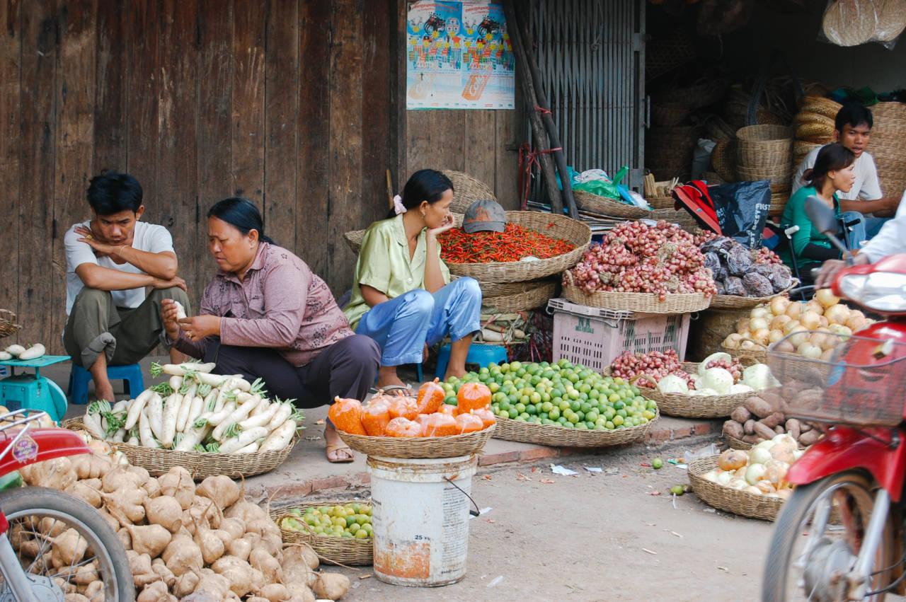 プサー・ルー市場 豊富な食材が並ぶ