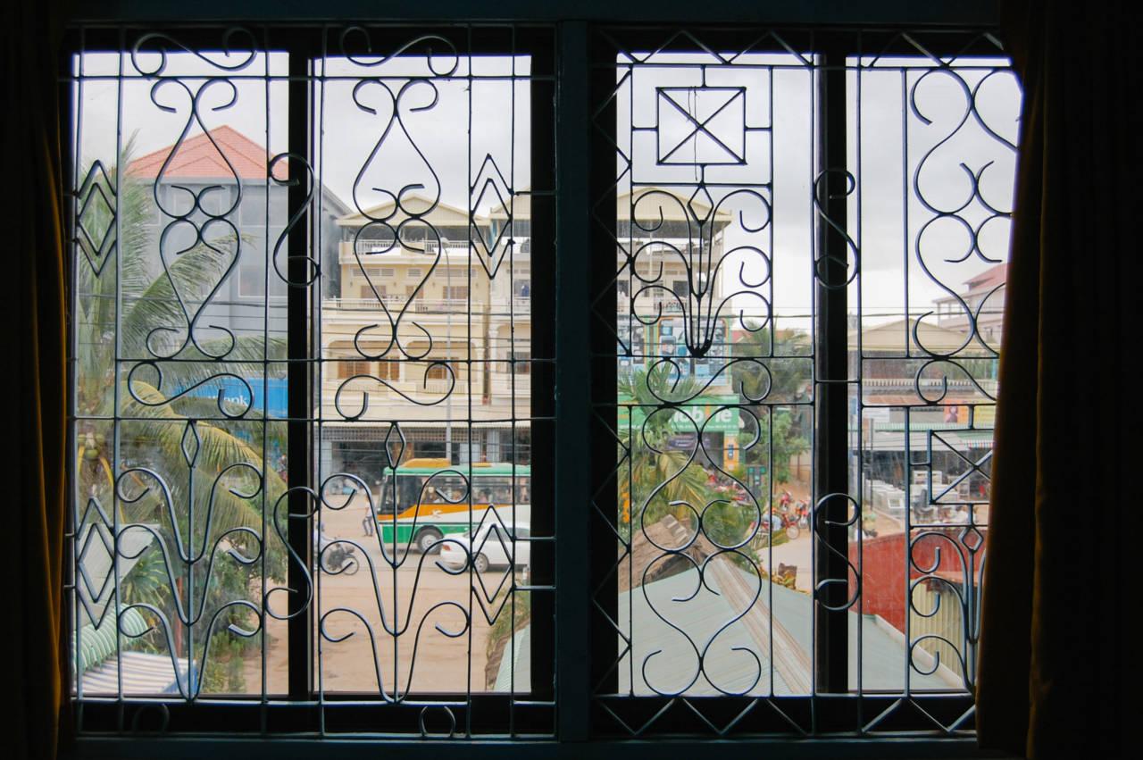 ゲストハウス 窓越しの写真