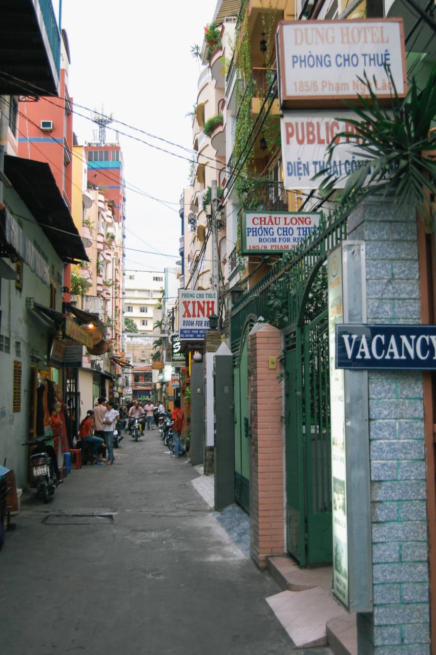 ファングーラオ通りの路地裏