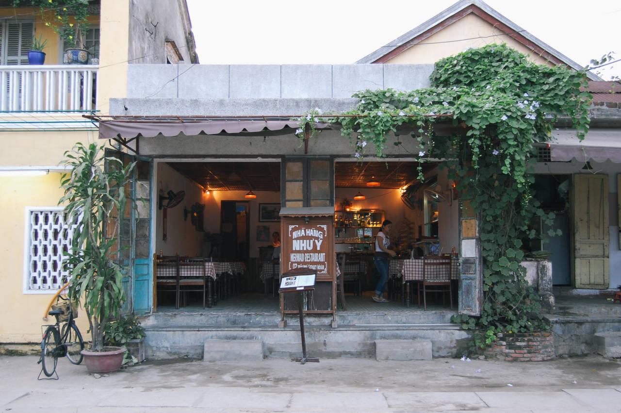 ホイアンのレストラン NHA HANG NHU'Y