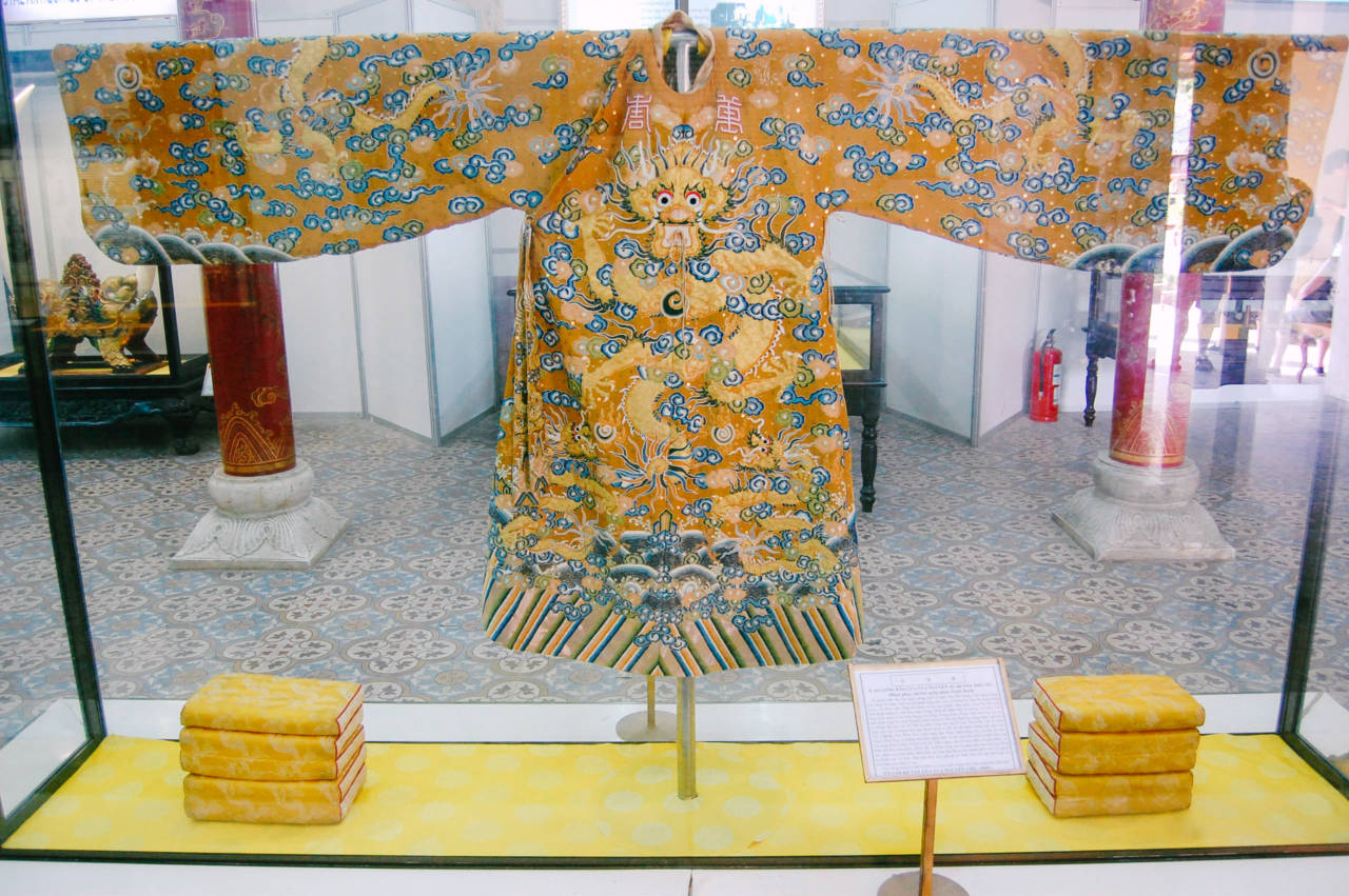 グエン朝皇帝の服