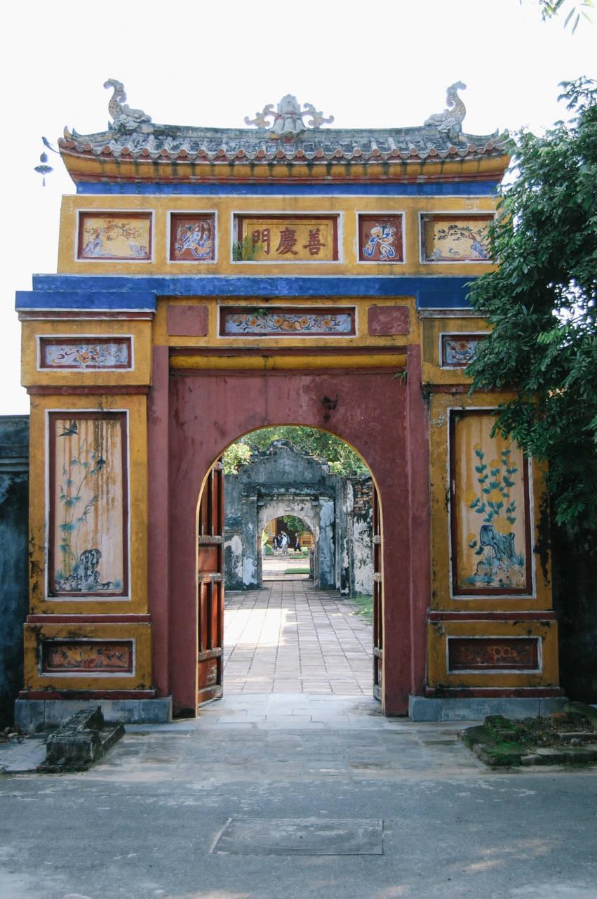 グエン朝王宮内の門
