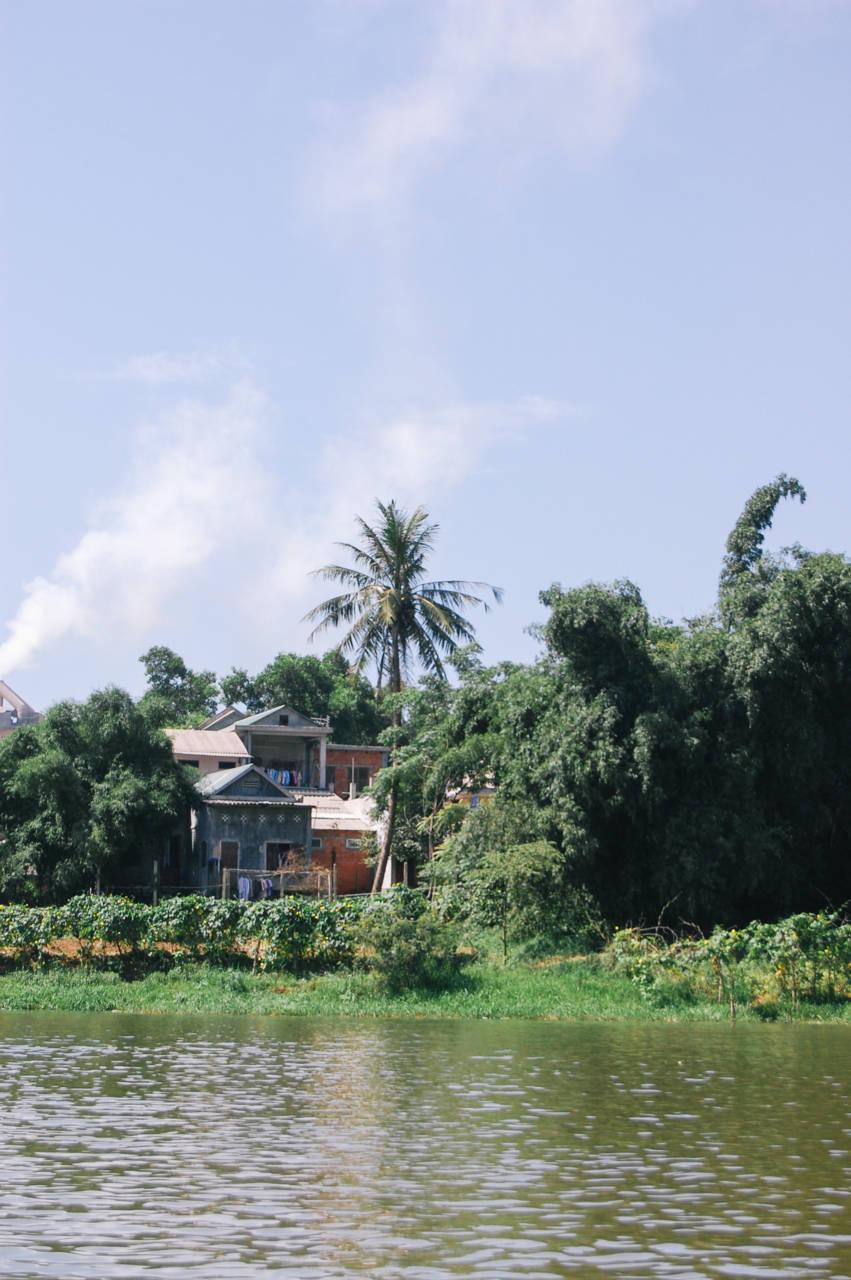 フエ フォン川ほとりの家