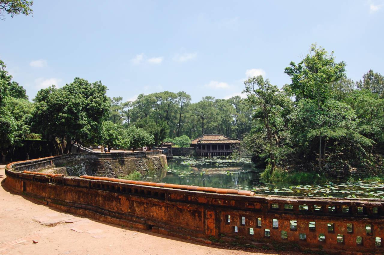 トゥドゥック帝廟の池