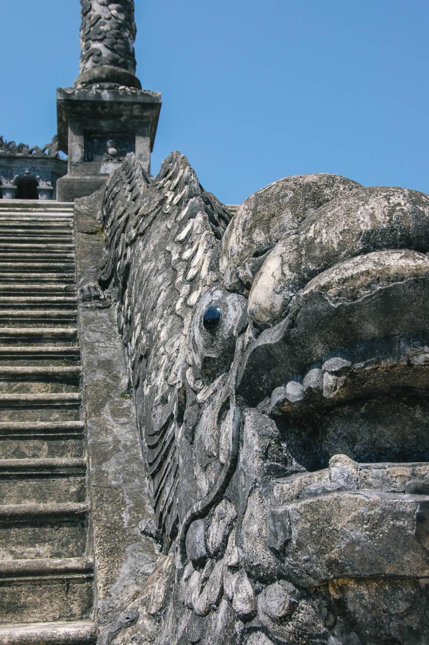 カイディン帝廟の階段 龍の石像
