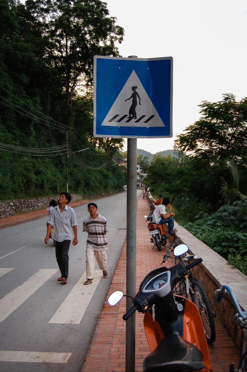 ルアンパバーン 歩道の標識