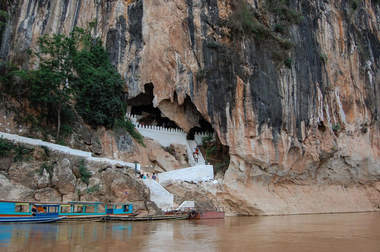 ルアンパバーン パークウー洞窟