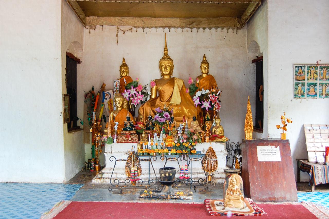 ルアンパバーン プーシーの丘 頂上の仏像