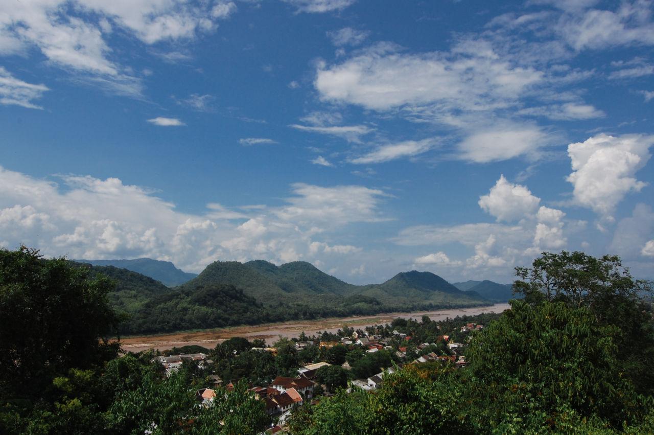 ルアンパバーンの横を眺めるメコン河