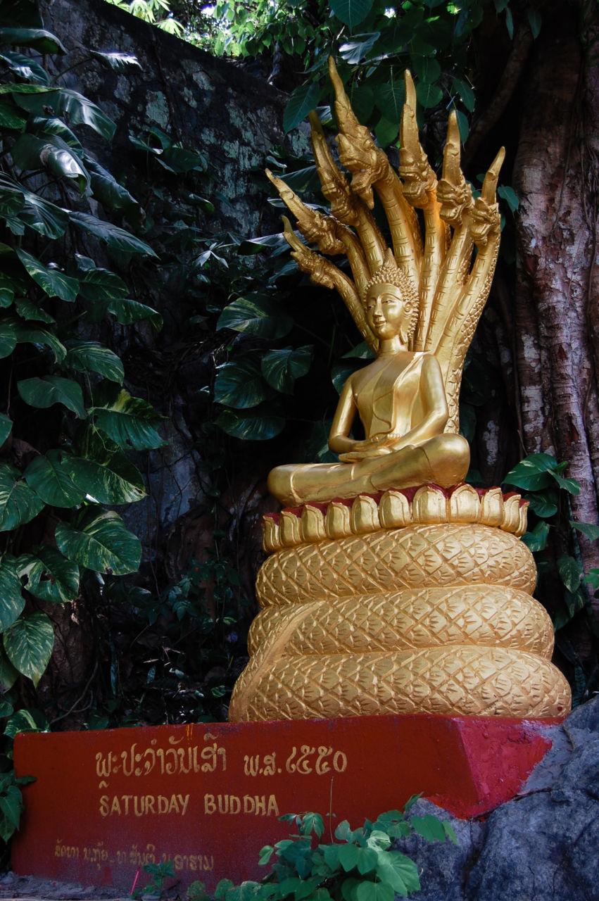 ラオスの土曜日の仏像
