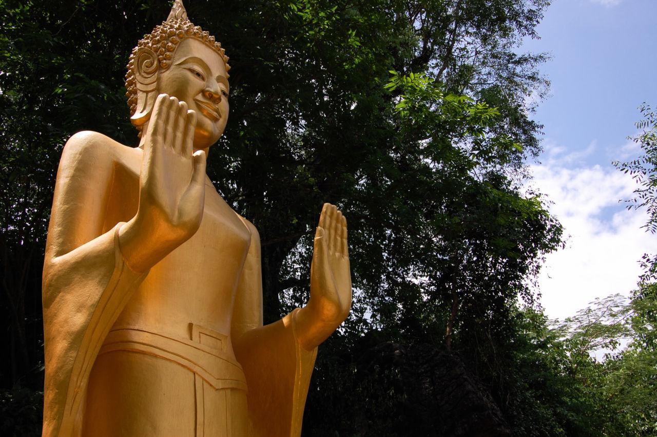 ラオスの月曜日の仏像