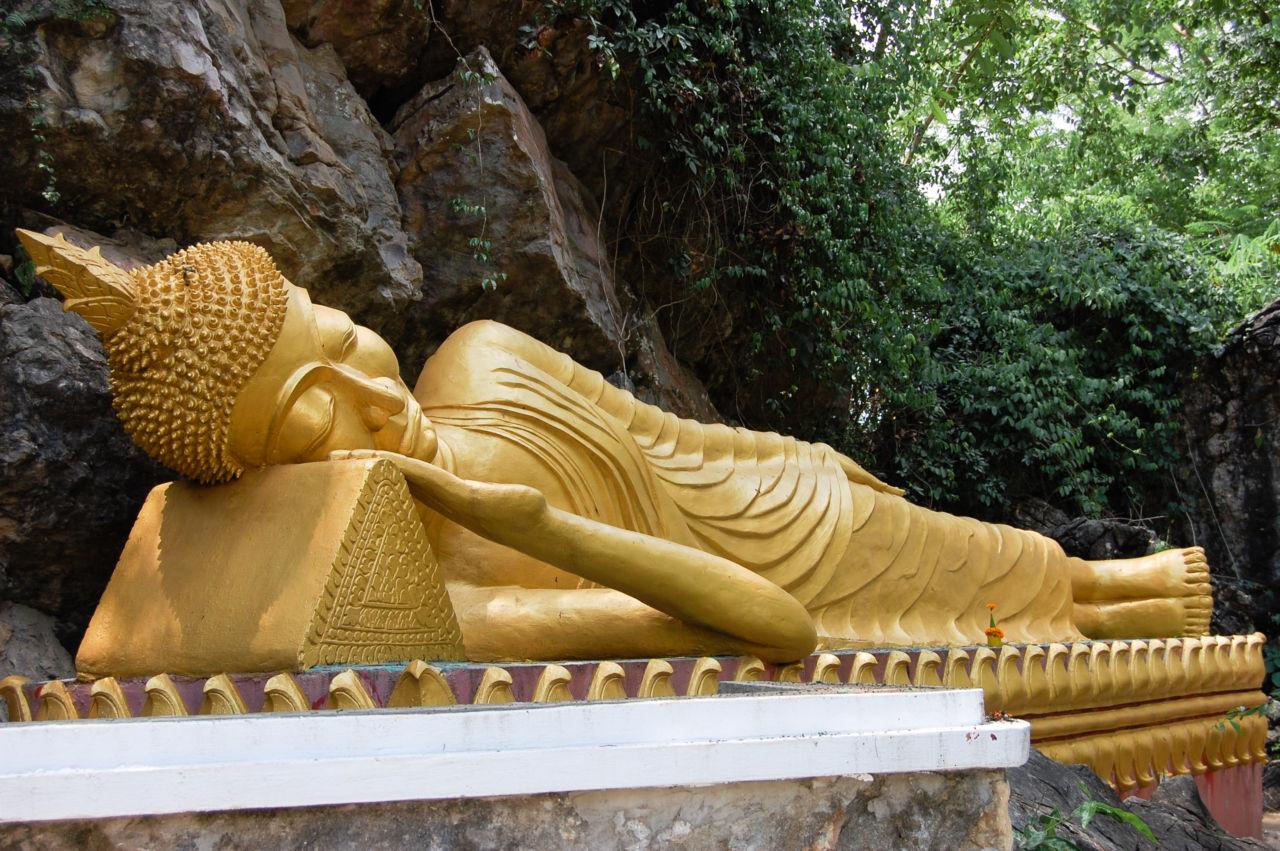 ラオスの火曜日の仏像