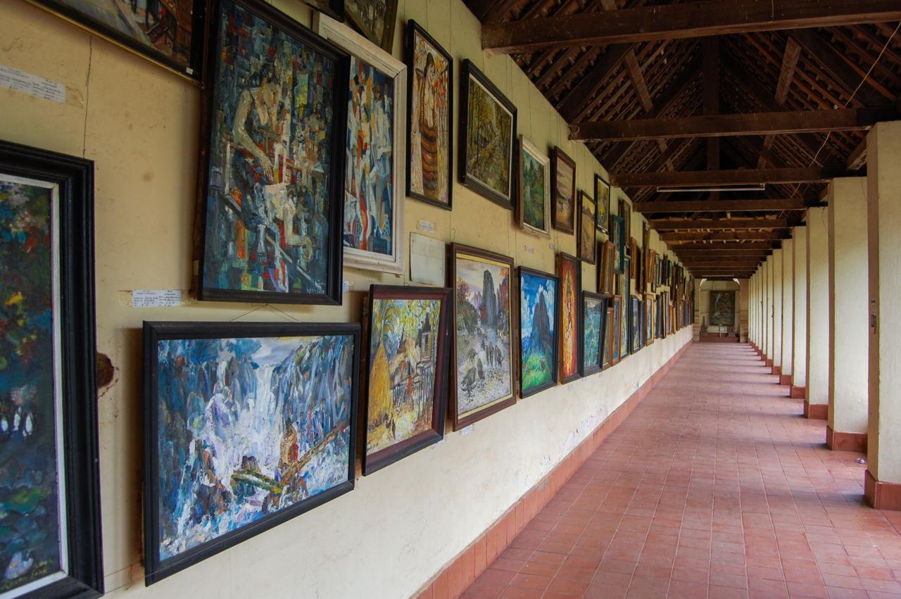 タート・ルアンの回廊 油絵