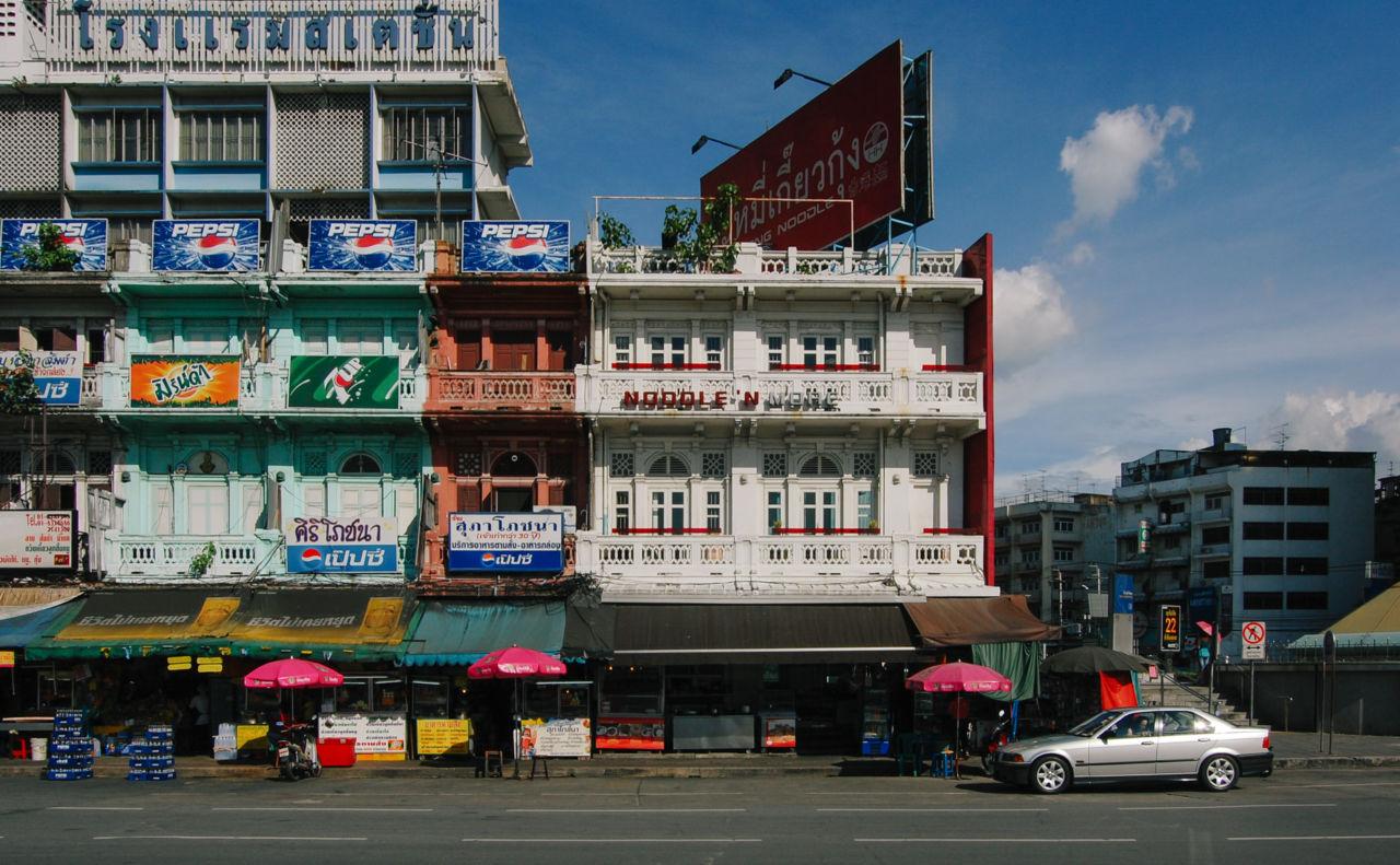 バンコクのノスタルジックな洋風の佇まいの建物