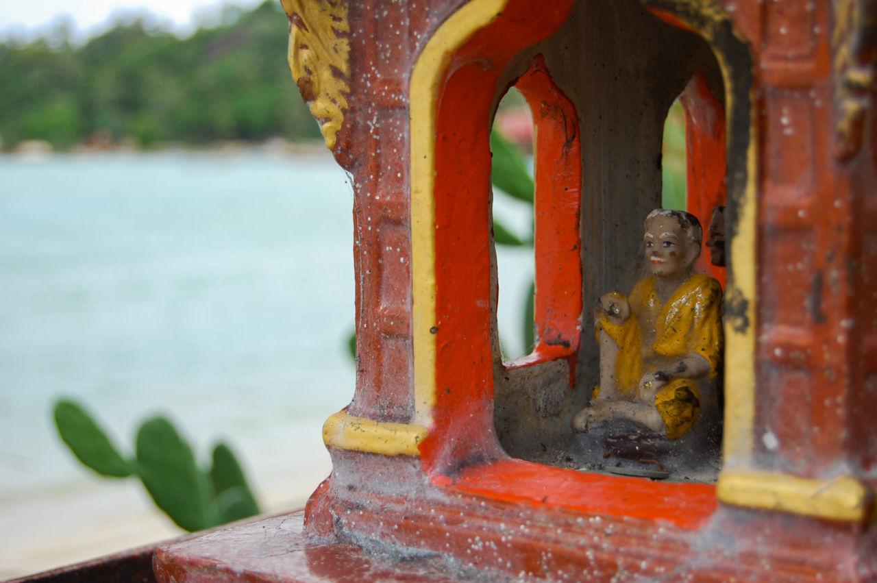 タオ島 ビーチの仏教の像