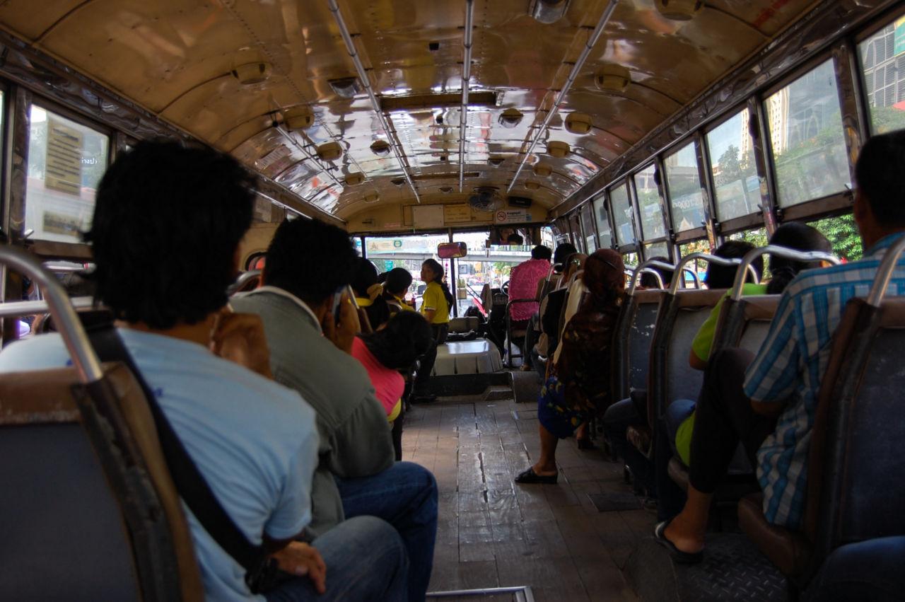 バンコク バスの車内