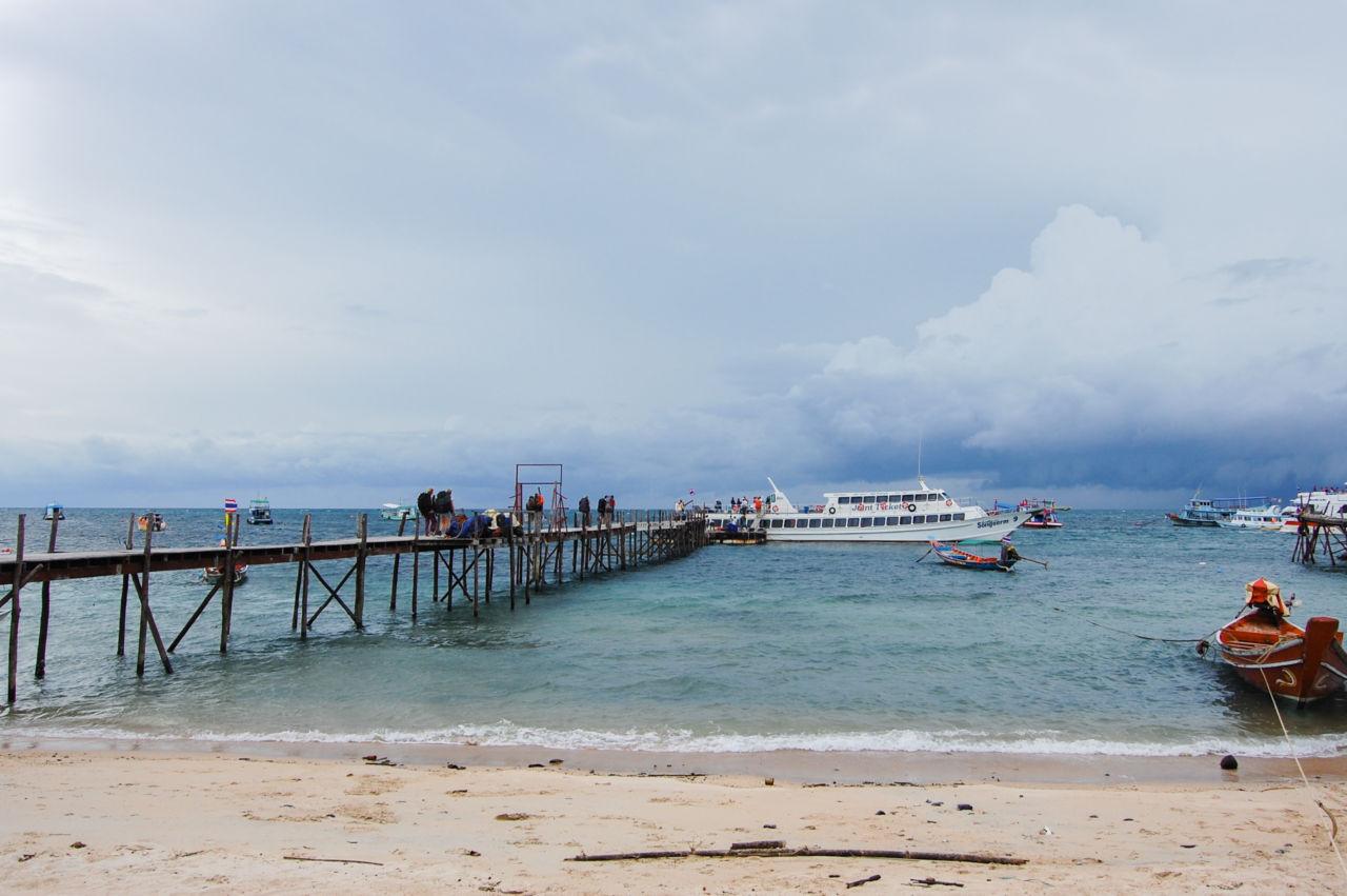 タオ島の桟橋と船