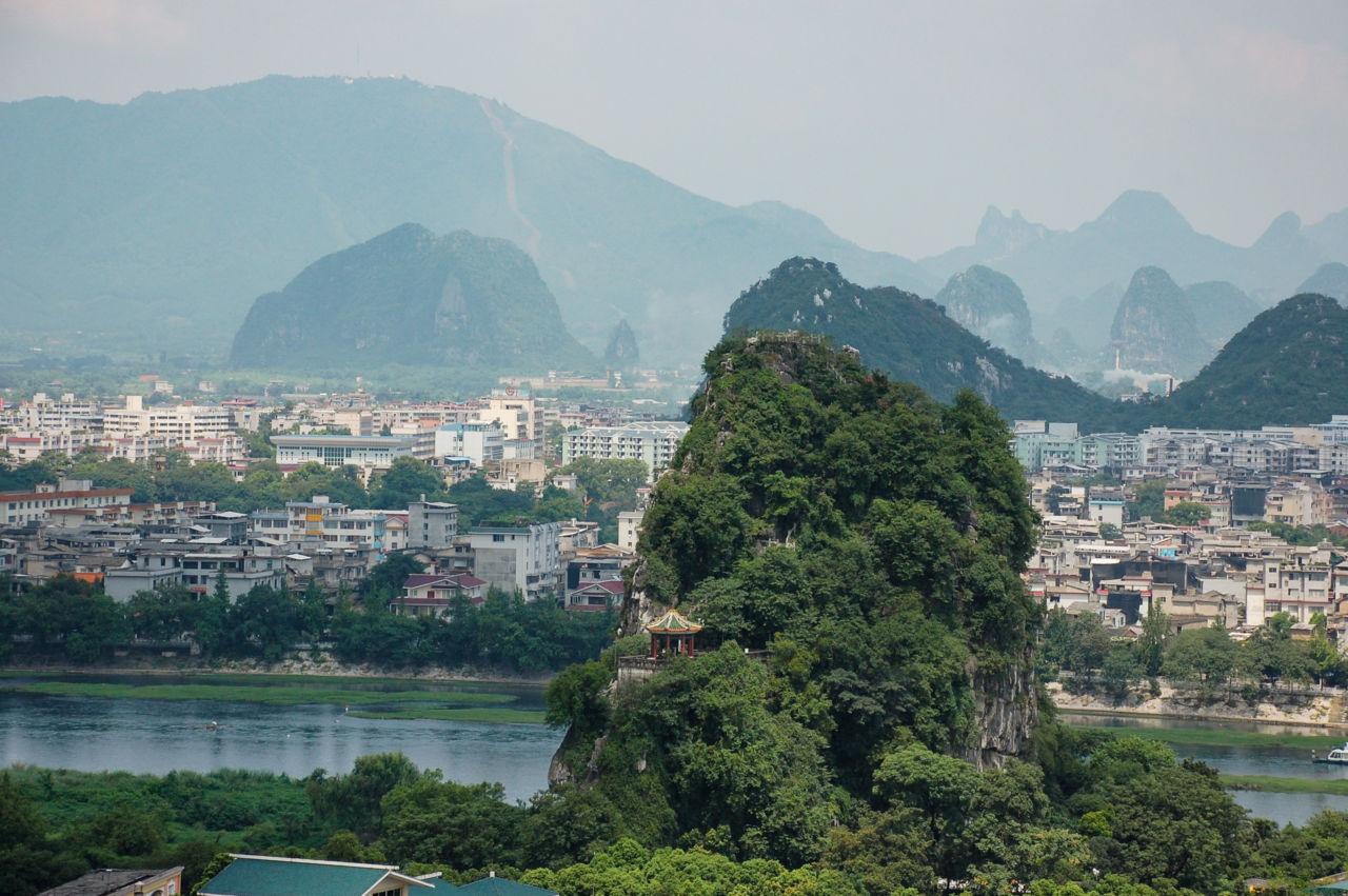 桂林の独秀峰から見る漓江