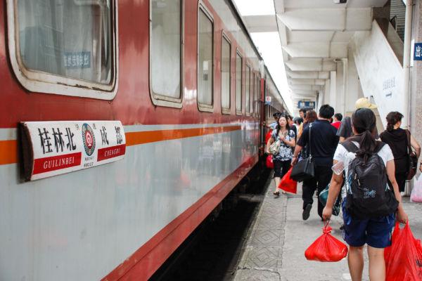 桂林駅 駅のホーム 寝台列車