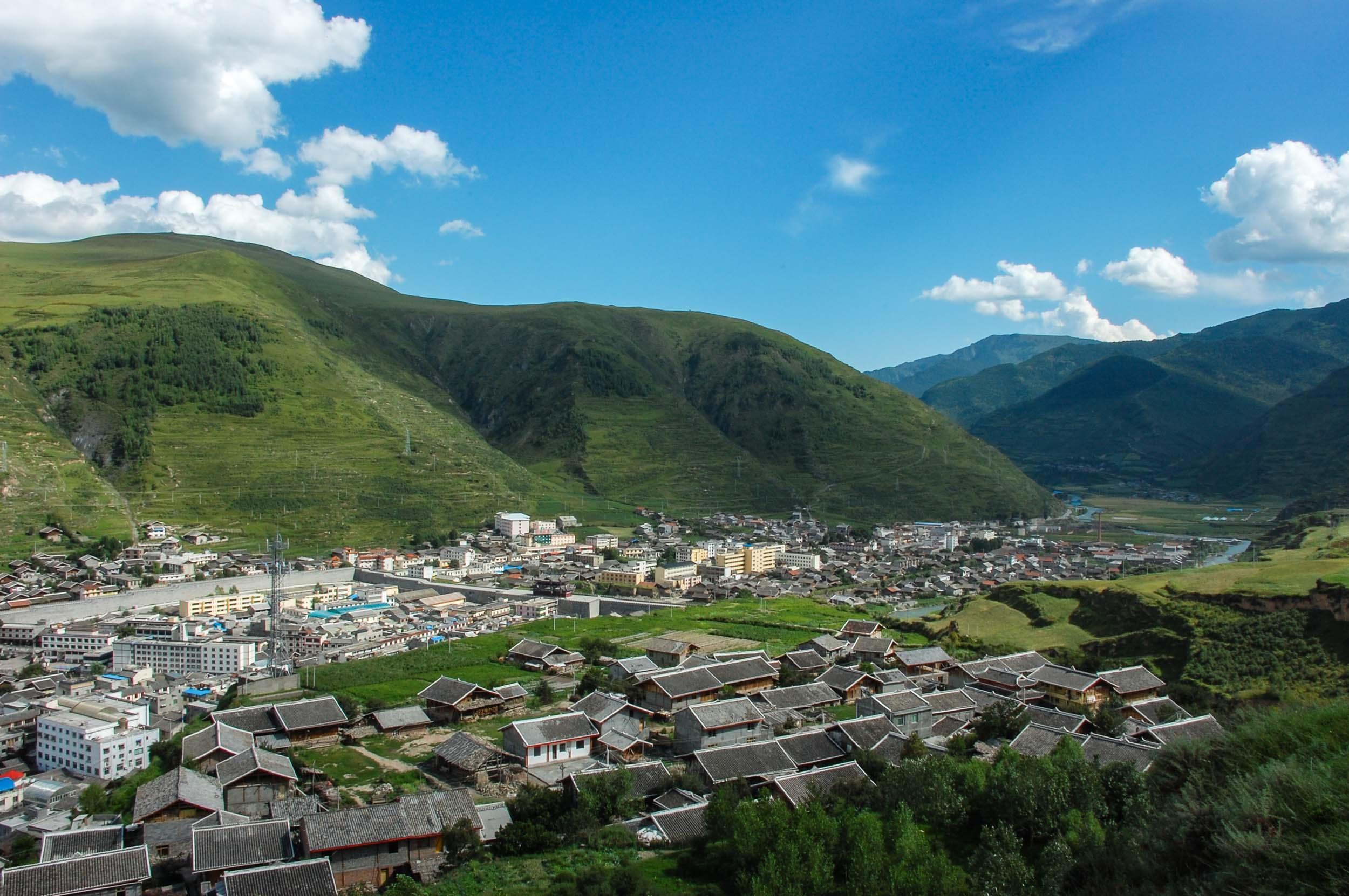 松潘 山から見る街並み