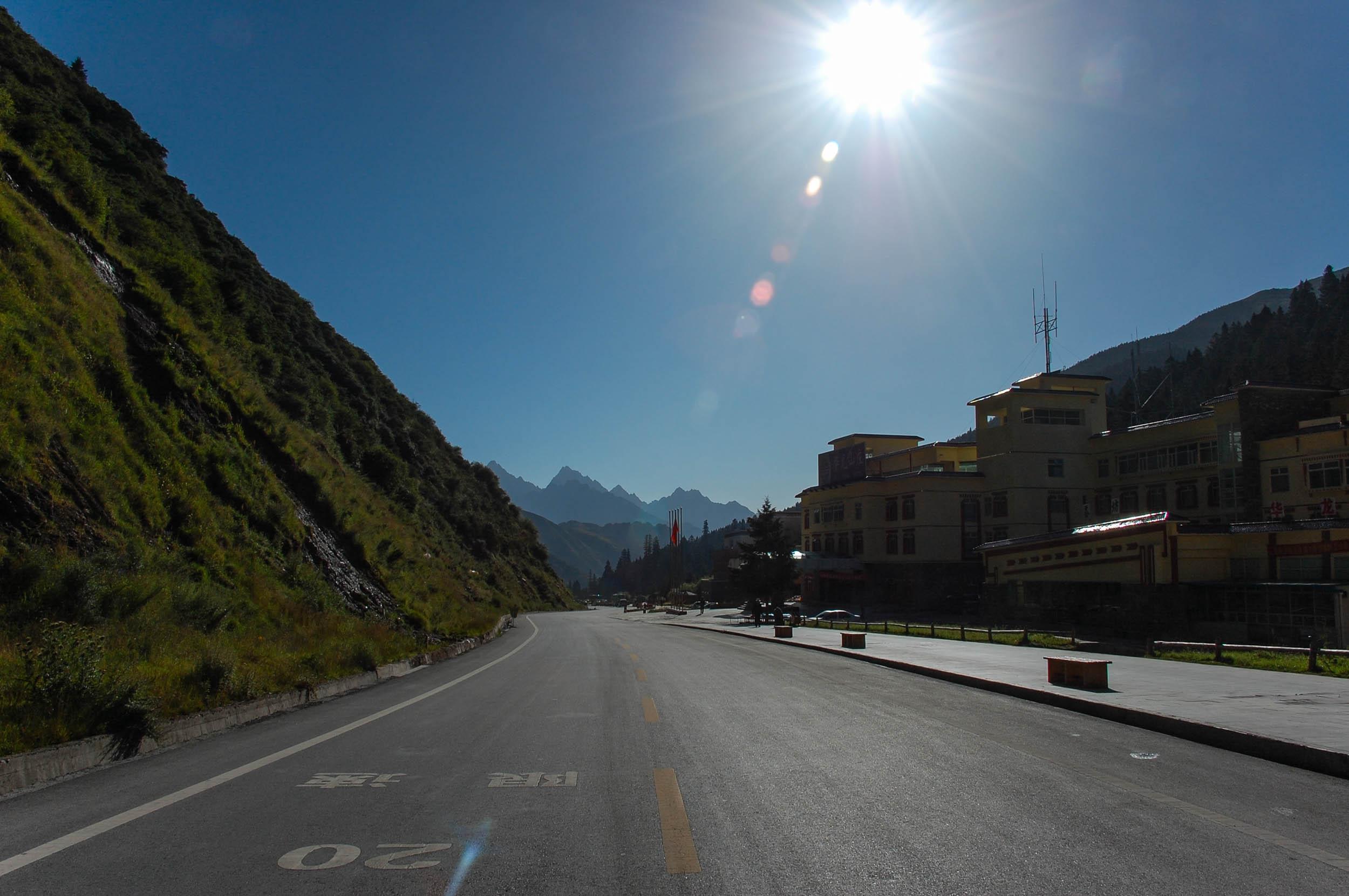 黄龍入口前の道路