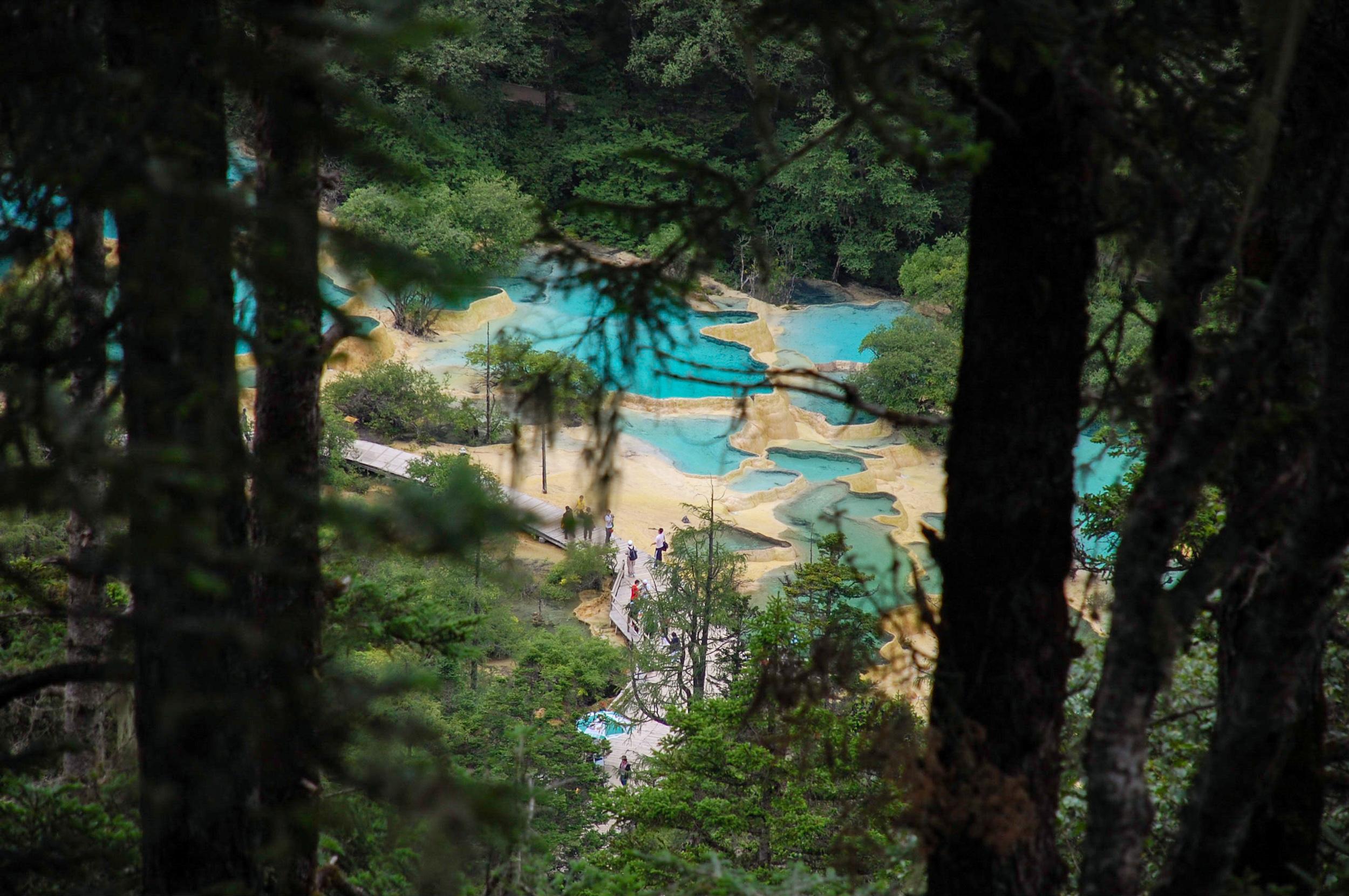黄龍 カルスト 池